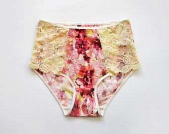 High style panties. Delicate fabrics. Floral pattern and pale yellow colors. Very feminine.