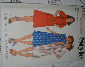 Vintage 70s Style 1576 Misses Dress Sewing Pattern - UNCUT Size 10 or Size 12
