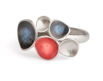 Blue and red ring, enamel jewelry,  colorful ring, geometric jewelry, statement ring, round shaped jewelry, bright blue ring, silver blue