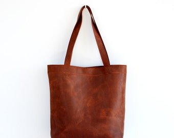 Classic leather tote bag in russet brown