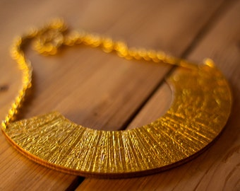 Statement necklace-gold/silver or gold/green to turn