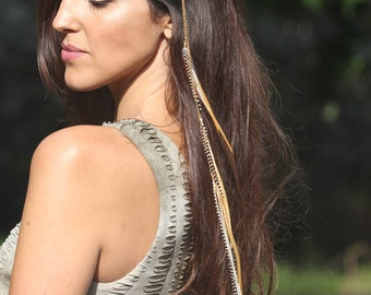 Hair feathers clip. feather clip. feather hairclip. bridal hair clip. tribal hair clip. hair jewelry. festival hair. feather hair extension.
