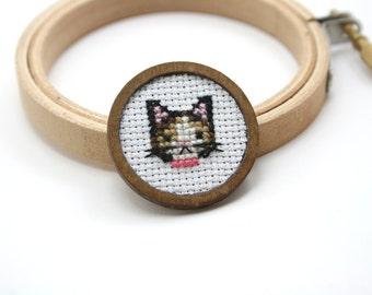 Cat cross stitch brooch - Hand embroidered brooch - kitten cross stitch brooch