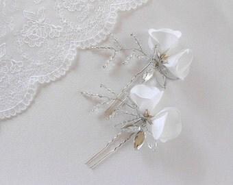 Sheryl-Bridal Hair Pins Set White Floral Bouquet - Floral Hair Pins Set Wedding Hair style - White Wedding Floral Hair Pins with Crystalsset