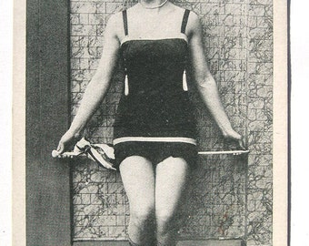 20's Flapper Cheesecake Pinup Sennet Comedies Postcard