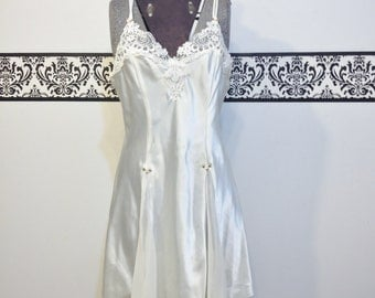 1980's Ivory Ballerina Nightgown by California Dynasty, Size Medium, Vintage 1980's Lingerie, Princess NIghtie,  1980's Bridal Negligee