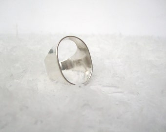 Ring 'show some skin', polished sterling silver ring minimal ring, open signet ring - MADE TO ORDER