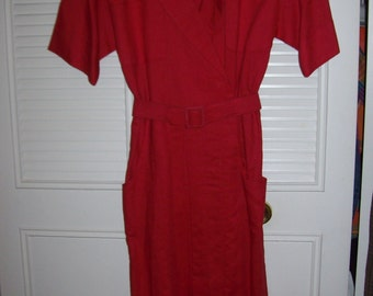 Red linen shirt dress by ZAVA. vintage fitted belted fantastic perfect important entry dress.