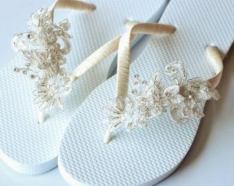 BRIDAL Flip Flops, Bridal sandals,WEDDING Flip Flops,Rhinestone Flip Flop, Bridesmaid Flip Flops, Bridesmaid Gifts, Bridal Party Gift