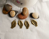 4 Loose Metal Charms / Metal Alloy Leaf Charm Bead Destash / Leaves Antiqued Bronze Metal Finish / For DYI Jewelry and Crafts