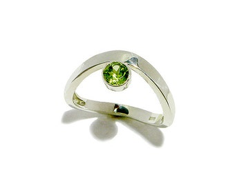 Natural Peridot Sterling Silver Ring -Green Gemstone Ring -Genuine Stone Ring - Made in Your Size- Simple Gemstone Ring