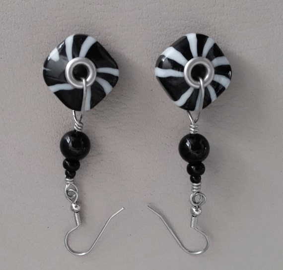 PINWHEEL SWIRL DANGLE Black & White Zebra Striped Earrings. Spiral Geometric Pattern. Grommet Beads. Silvertone Earwires.