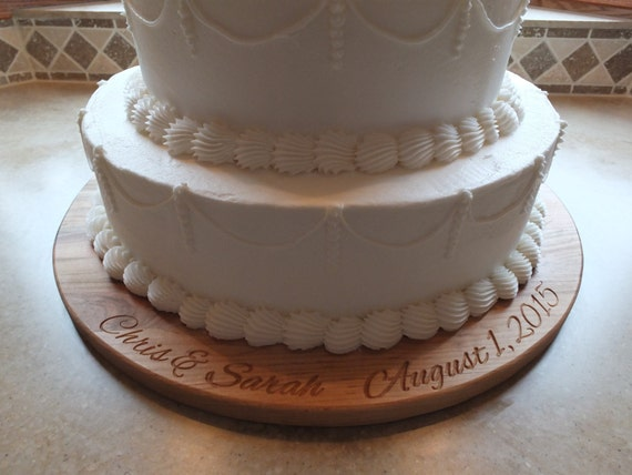 Personalized Wedding or Anniversary Cake Plate.  Customized with bride and groom's name and date. Rustic wedding or elegant wedding decor.