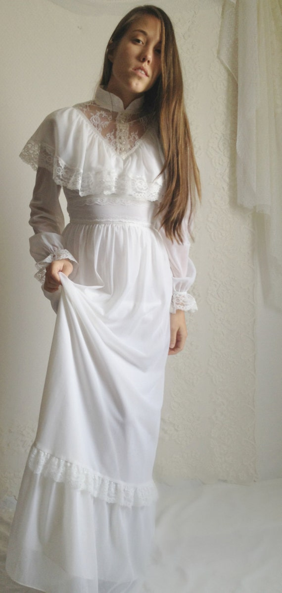 70s White Lace Wedding Dress // Vintage Lace White Long Sleeves Prairie Hippie Boho Wedding Dress, Size: XS