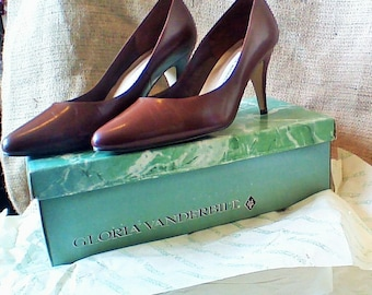 1980's Gloria Vanderbilt Brown Alisha Leather Pumps