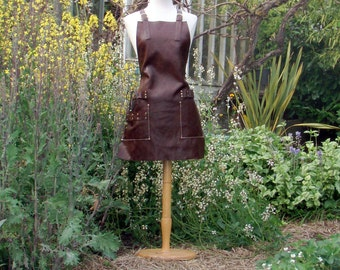 Leather Apron for Stylist with tool loops and pockets, brass buckles, cross straps