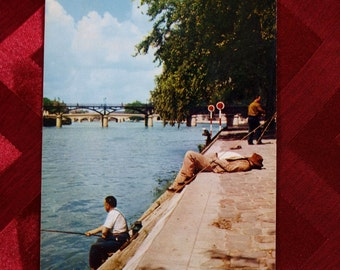 Paris Postcard Fishing the banks of the Seine France Hachette 1960s Vintage La Seine Et Les Quais PA114 calm lazy days happy thoughts