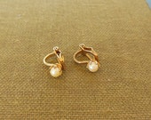 Vintage Clip Earrings Tiny Pearl Gold 50's  (item 248)