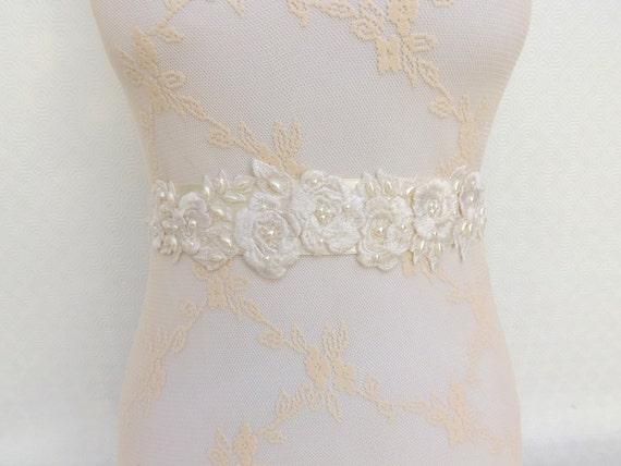 Ivory bridal sash belt. Embroidered flowers decorated with Ivory Pearls. Floral wedding sash belt.