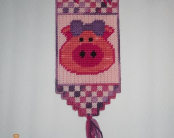 Pink Pig wall hanging in Plastic canvas