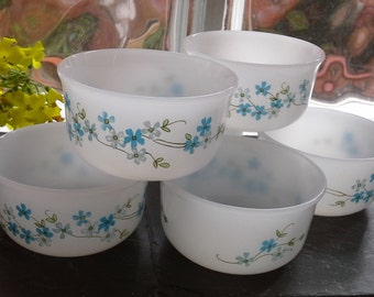 6 bowls of Arcopal Veronica, white Milky glass