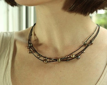 Pearl and leather necklace,  Multistrand necklace