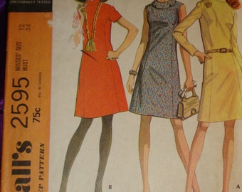 1970s 70s Vtg Mod Princess Fitted Dress High Band or Notched Roll Collar in 3 Views COMPLETE McCalls Pattern 2595 Bust 34 Inches 87 Metric