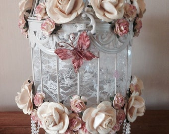 Roses, lace and pearls bird cage