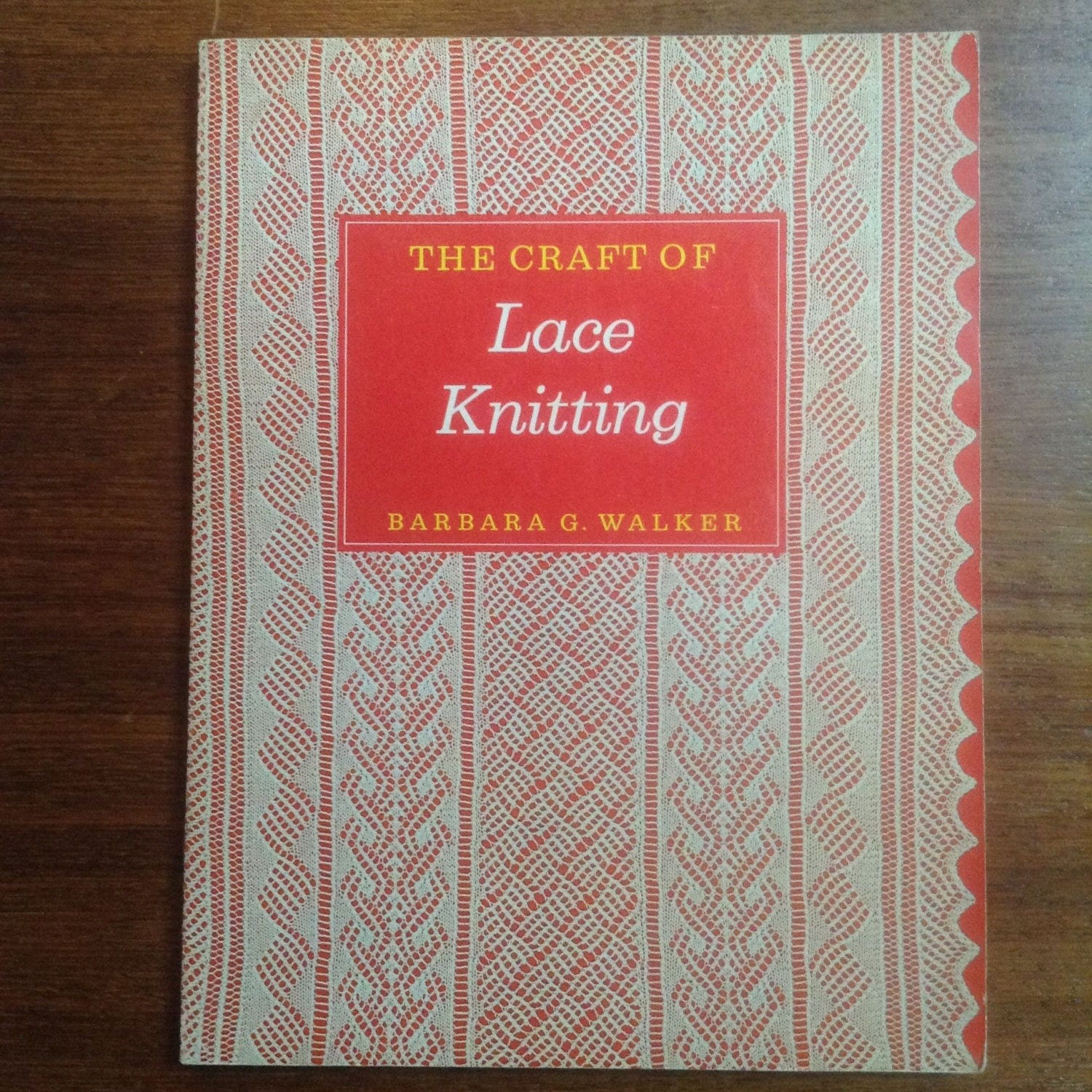 Lace Knitting Pattern Library : The Craft of Lace Knitting The Scribner Library Emblem