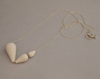 Necklace with 3 porcelain pearls, silver chain