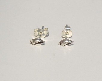 Silver Sea Shell earrings, Beach Earrings, Summer Earrings, stud earrings, sea life earrings, gift for her