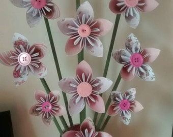 Pink and white flowers in a pink vase