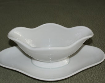 Pillivuyt  Culinaire White Gravy Boat with attached Underplate