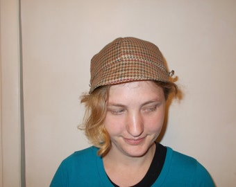 Ladies brown houndstooth cap