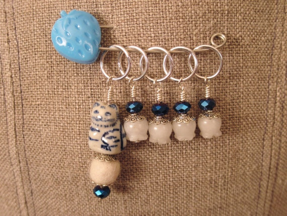Knitting Markers Beads : Stitch markers knitting beaded cat bead from pinktwizzle