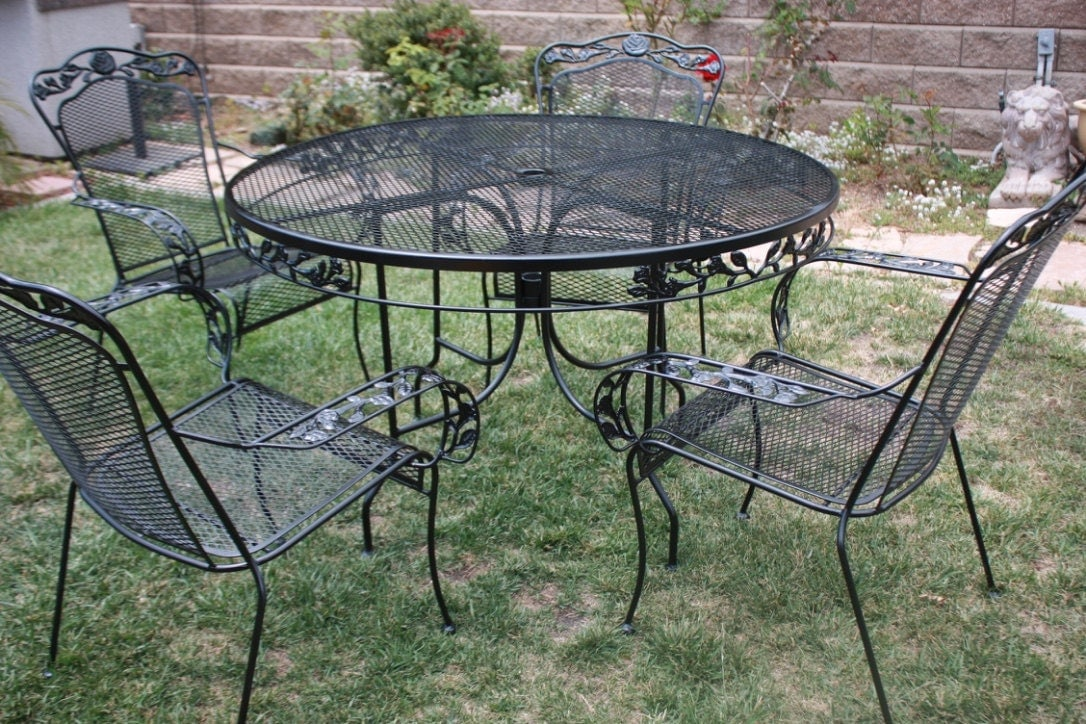 Vintage wrought iron patio set table 4 armchairs by for Small metal patio set