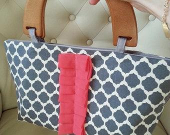 SALE: Gray wooden handle handbag with coral pleats