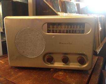 Vintage 1940s Detrola Am & Sw Metal Tube Table Radio Model