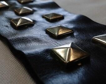 "Studded Leather 18"" X 2"" - Black (1 piece)"