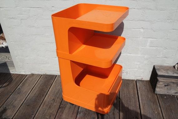 desserte vintage 70 39 en plastique orange sur roulettes. Black Bedroom Furniture Sets. Home Design Ideas