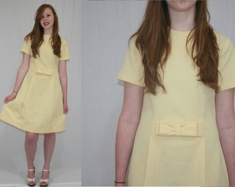 Vintage 60s Mod Pale Yellow Bow Textured Shift Scooter Dress M