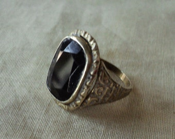 Vintage men's metal ring w black stone