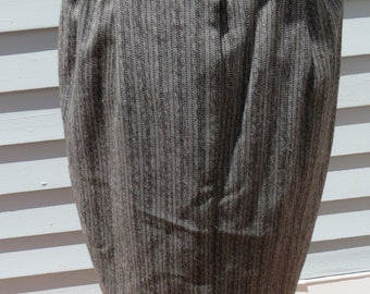 Julie b. Vintage pencil Skirt Gray color Made in USA modern size small