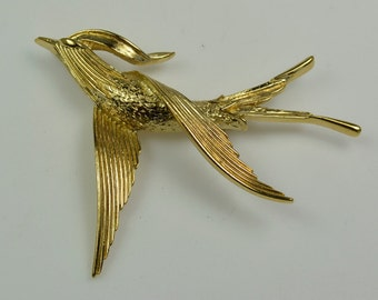 Elegant Trifari© Gold Tone Bird-in-Flight Pin