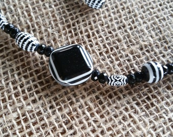 Black and White Mix Necklace and Earring Set