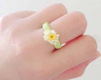 Polymer clay ring, flower ring, polymer clay in green and white
