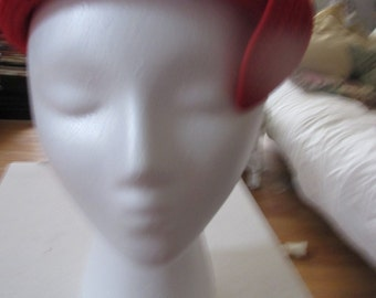 Vintage red Spunwoven by Everitt beret style hat