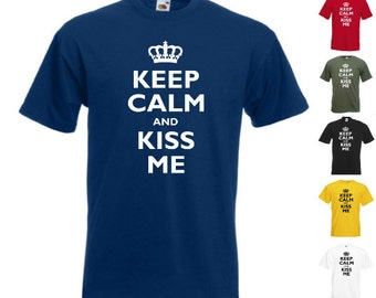 Keep Calm And Kiss Me - Mens/Adults Tshirt - Novelty/Funny/Gift/Present Valentines/Party/Fancy Dress