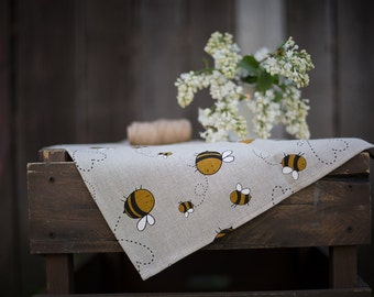 Linen kitchen towel with bees