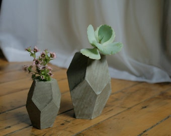 The Claudia - A geometric concrete vase